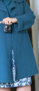 blaugrüner Sommerrock mit Walkmantel