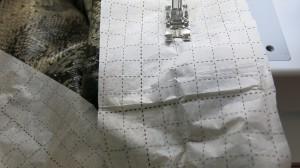 Schlangenrock Detail dünnes Papier Bündchen