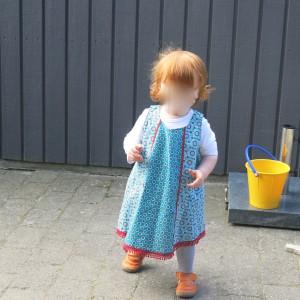 Enkelin im Kleid