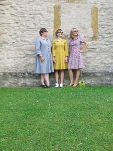 3 Frauen Kirche vorne