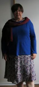 Graues Sommerkleid mit Winterpulli