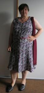 Graues Sommerkleid vorne