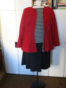 Schwarzer Jerseyrock mit roter Jacken vorne