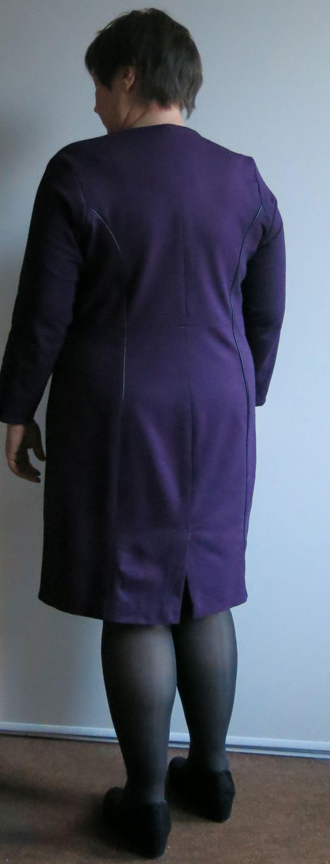 lila Kleid hinten