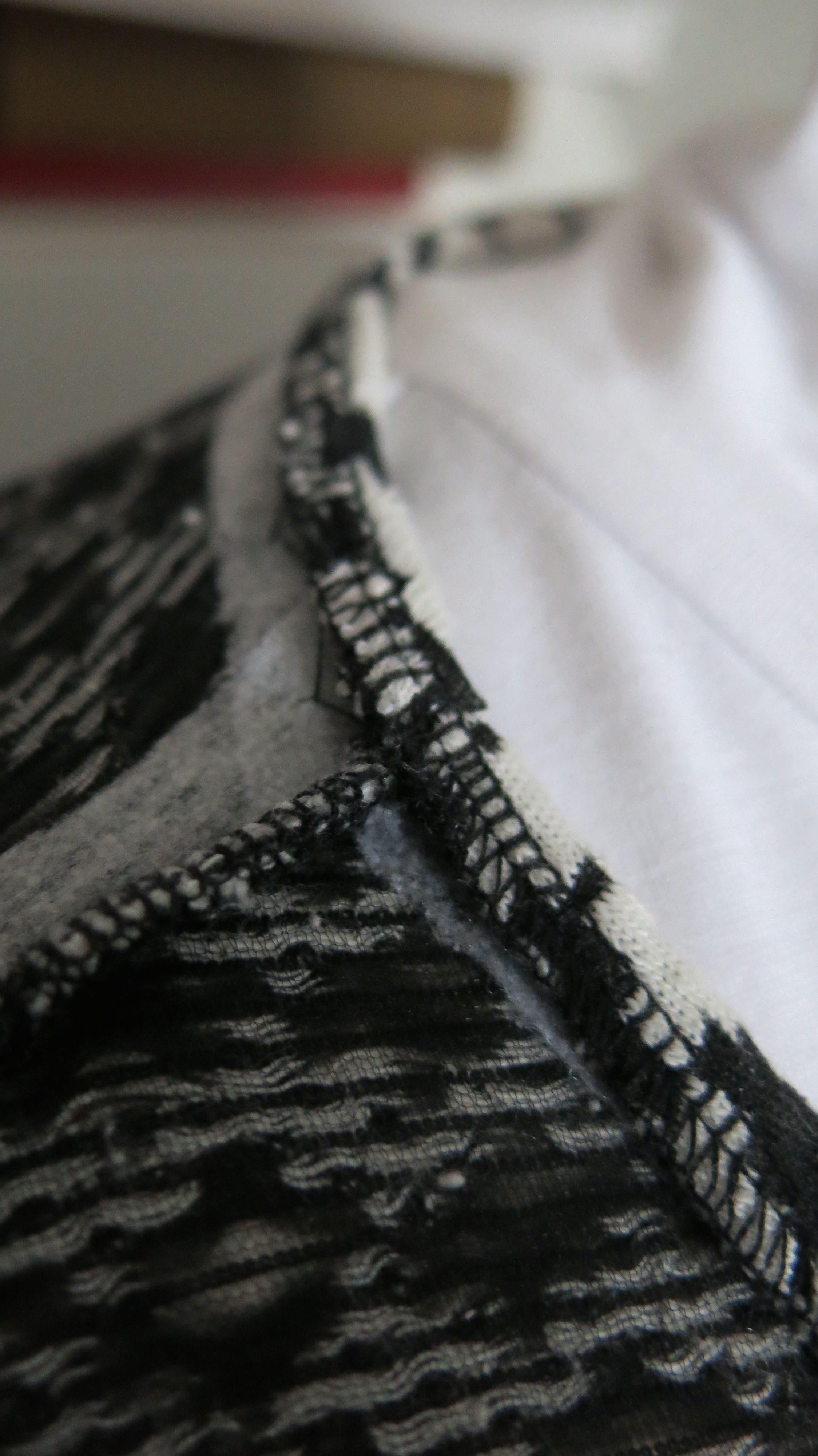 Hahnentrittstrickkleid Detail Saumloesung 1